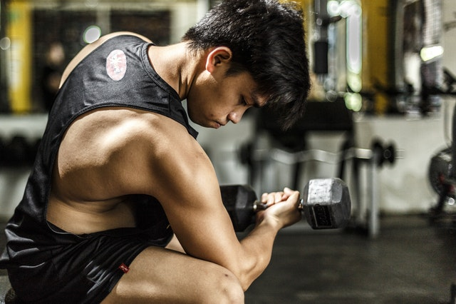 Modi per scoprire un peso adeguato per l'esercizio